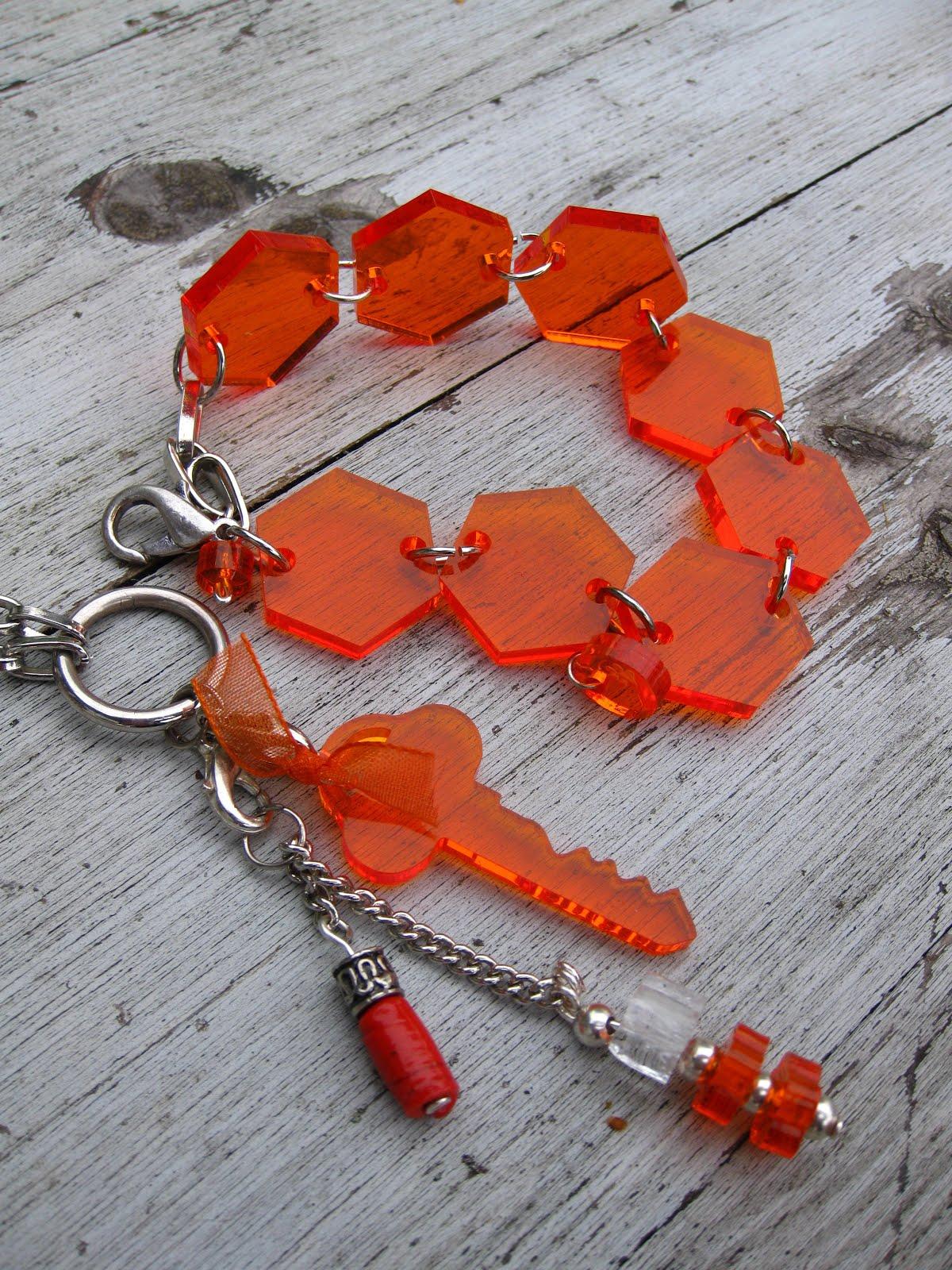 Hemgjorda smycken (länk)