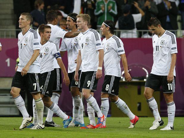 Alemanha deslancha no 2º tempo, elimina Grécia e vai à semi