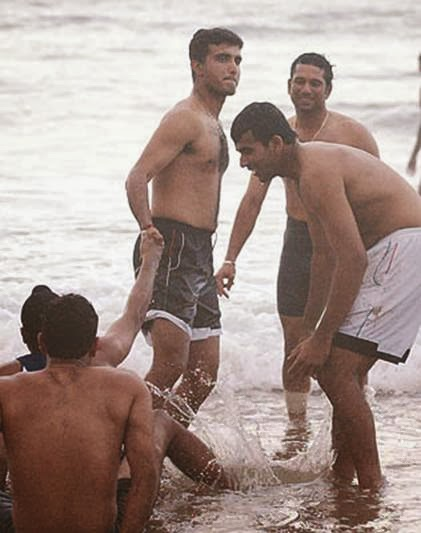sachin tendulkar image-sachin tendulkar with team mates on the beach