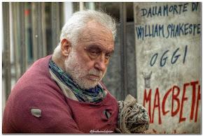Il teatro di strada di Vittorio Cosentino nel cuore di Napoli