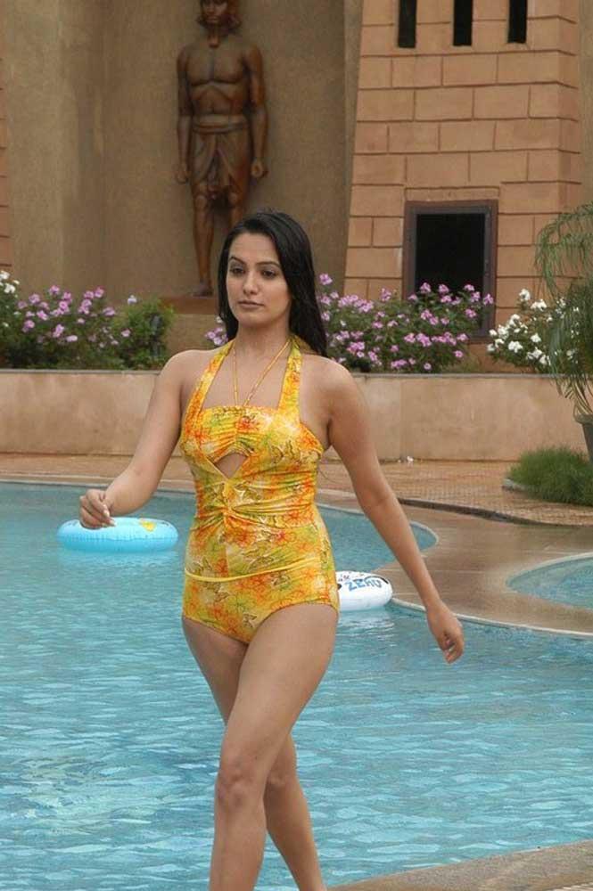 Hot Anita Hassanandani Bikini Pics - SEXY KAREENA PICTURES - Famous Celebrity Picture