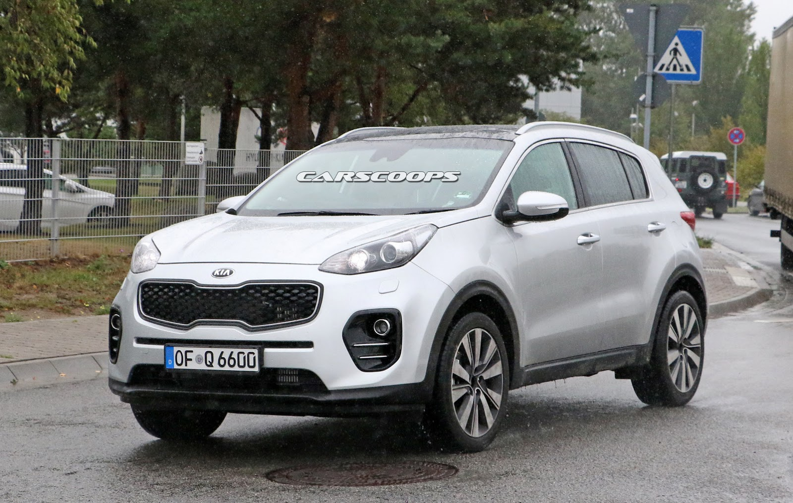 we caught kia 39 s all new sportage out in the open. Black Bedroom Furniture Sets. Home Design Ideas