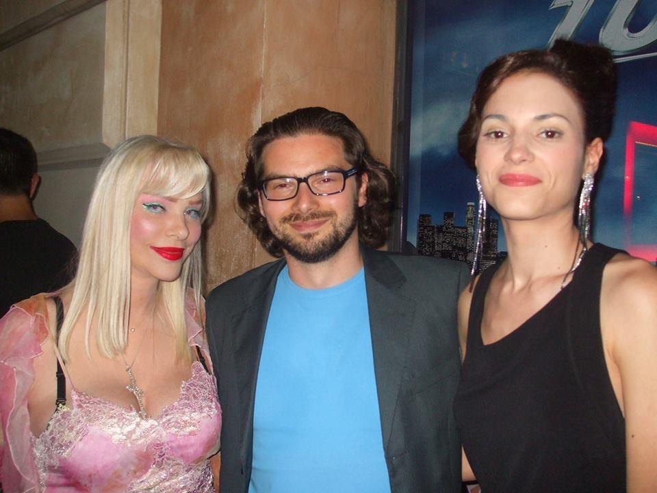 Luca Bagatin fra Ilona Staller e Lavinia Guglielman (luglio 2013)