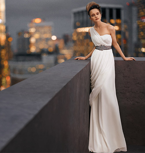 David Bridal Wedding Dresses Vera Designs Are Very Beautiful Ornate Details Every Bride S Dream Even The Upcoming