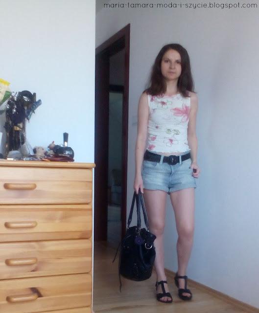 bluzka w kwiaty na lato