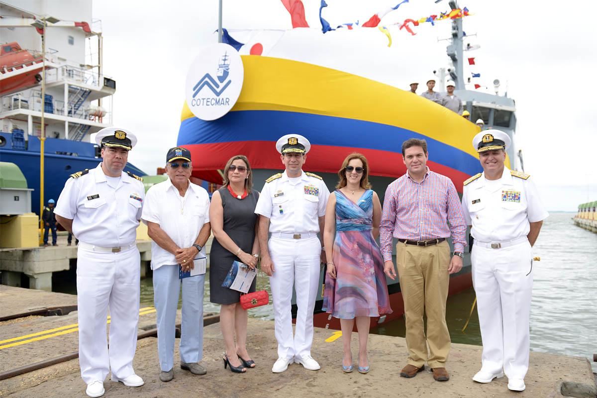 Instantes de la ceremonia de bautizo y botadura del ARC Punta Espada, el nuevo patrullero de costa de la Armada de Colombia.