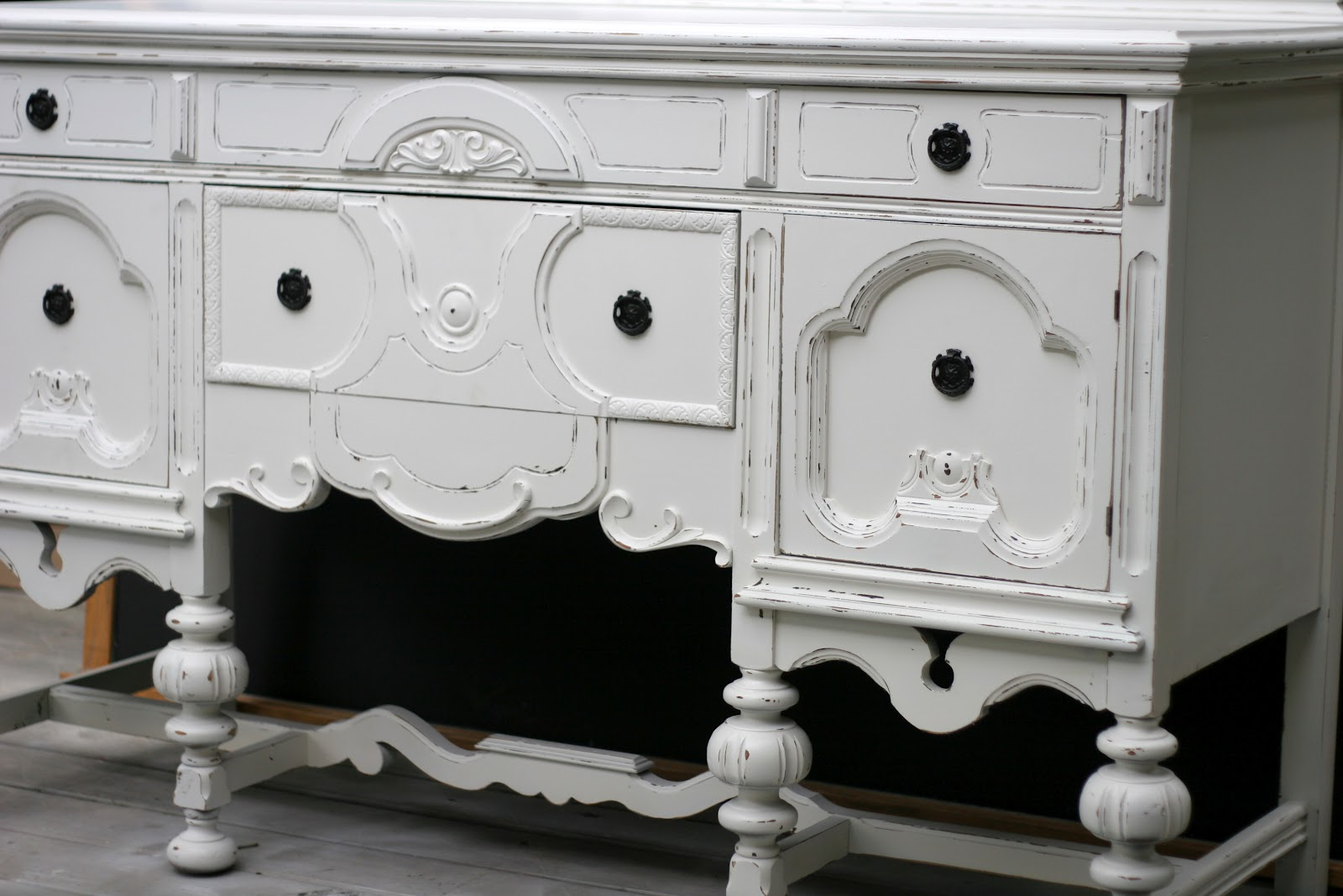 inspire me designs shabby chic buffet. Black Bedroom Furniture Sets. Home Design Ideas