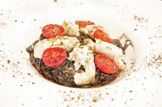 lui: risotto al nero di seppia con scorfano e pomodorini confit