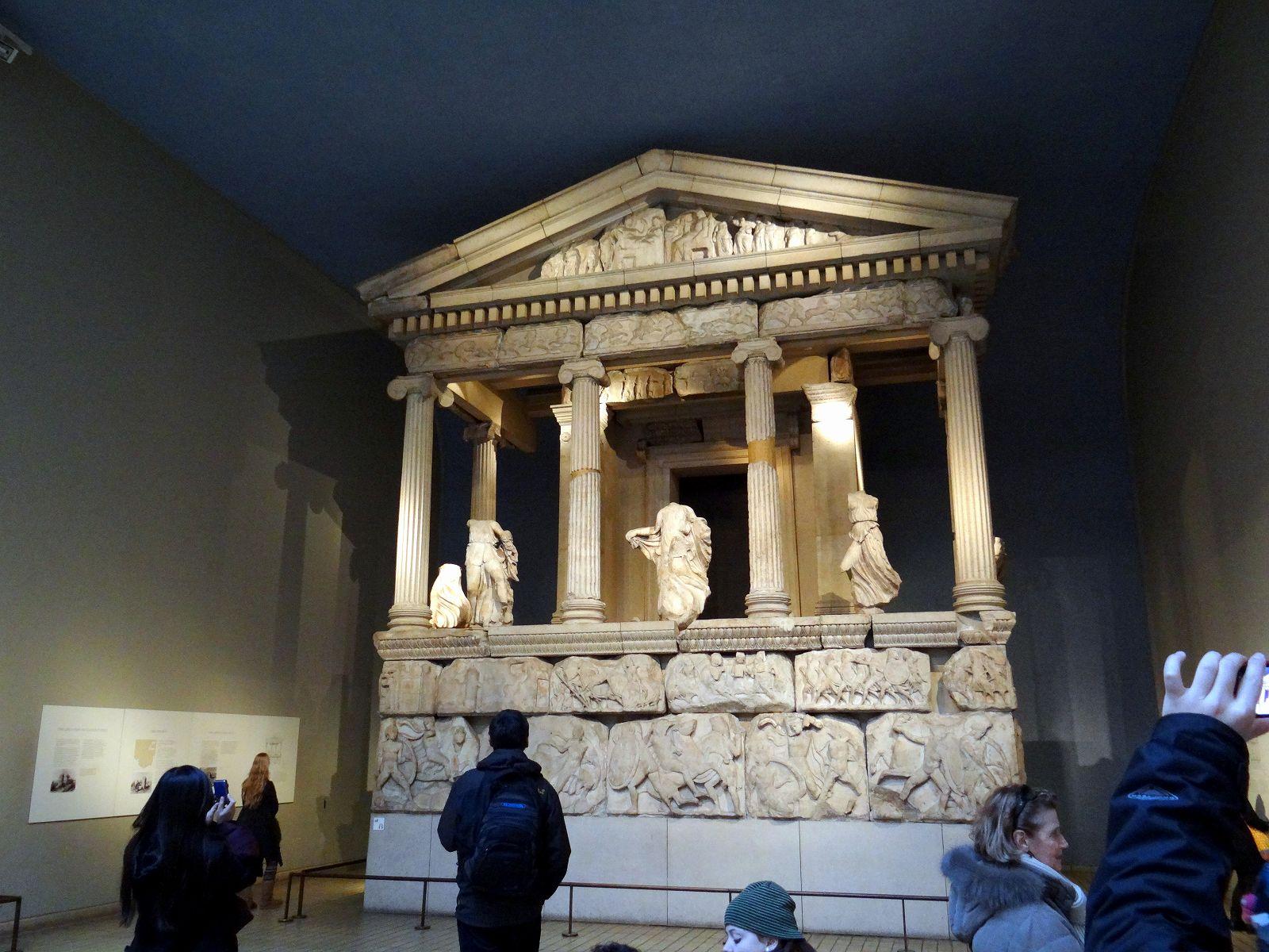 ギリシャ彫刻 石棺   大英博物館 大英図書館