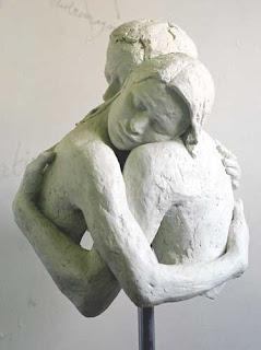 Embrace, Hug, Abraço, Briony Marshall