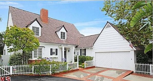 here are some pictures of their house you can see more of their on hooked on houses here and more celebrity homes on julias site as well - Cute Houses Pictures