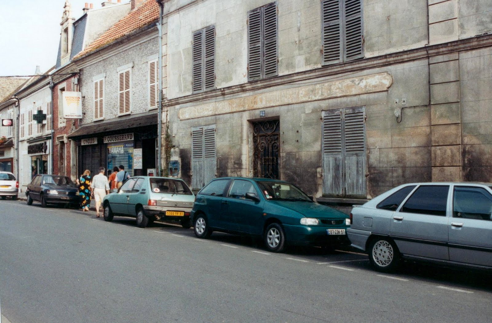 Histoire des commerces de milly la foret n 44 grande for Garage peugeot la madeleine
