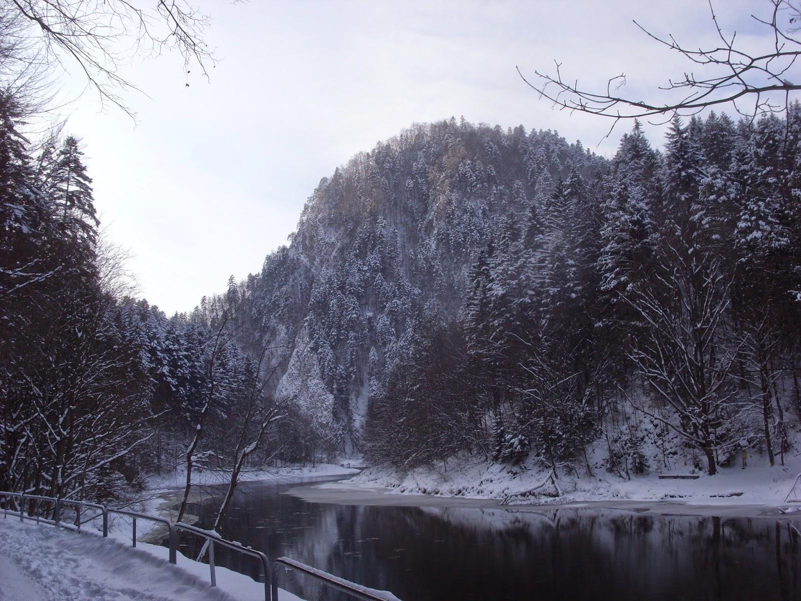 Droga do Czerwonego Klasztoru zimą