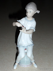 Lladro Girl Manicuring #1082