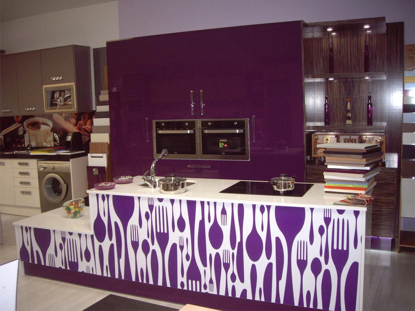 Cocina de lujo formica brillo de luxe en muebles anser for Cocinas de lujo madrid