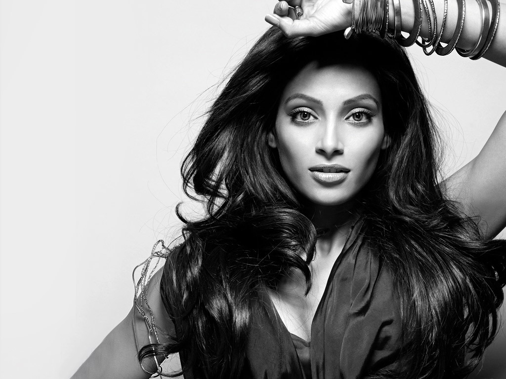 Bipasha Basu Hd Wallpaper - Black &amp; White