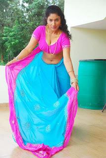 Kalla Parunthu Tamil Movie 2011  Stills 15.jpg