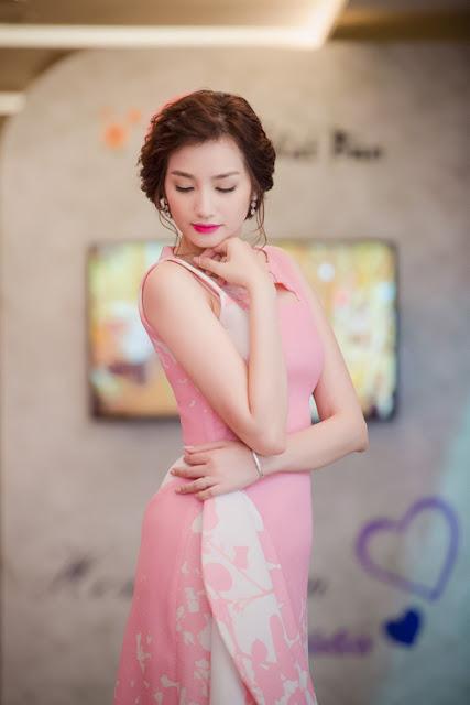 Không ít vị khách khen ngợi, cô ngày càng quyến rũ và mặn mà về nhan sắc.