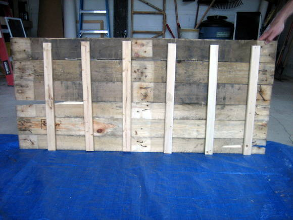 Here is what the completed back of the DIY pallet sign should look like once you have all your support beams in place.