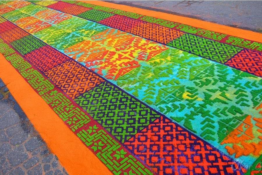 Oscar calderon y fotodocumentalismo guate coloridas for De que estan hechas las alfombras