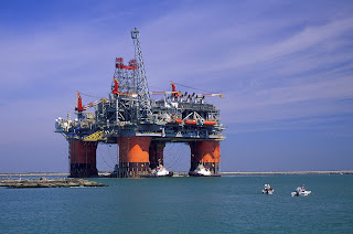 http://3.bp.blogspot.com/-5HJH2nHHmc4/UYKfMEiCTsI/AAAAAAAAAE0/xCpArakbo_c/s1600/What+is+the+needed+qualifications+to+work+on+oil+rigs.jpg