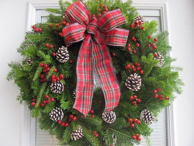Фото новогодний веночек на дверь