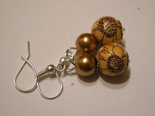biżuteria z półfabrykatów i decoupage - złoty wisior (kolczyki)