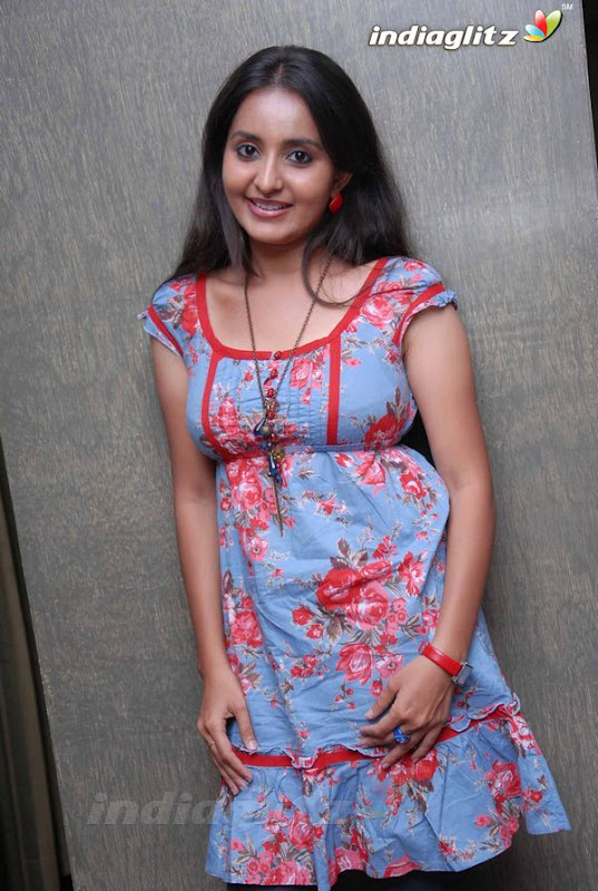 Bhamasexy seth Indian actress hot boob cleavage showseducing armpitssexy body showexclusive gallery by the Malayalam Tamil actress Photoshoot images