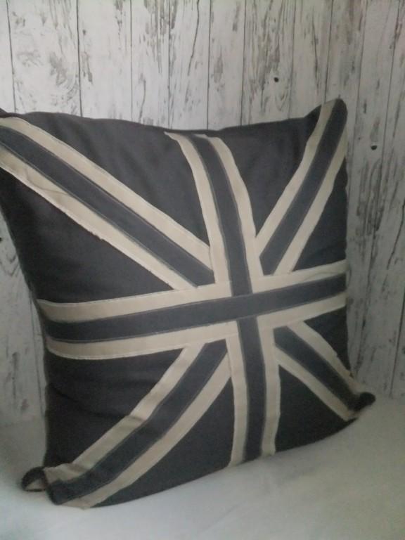 prinzessinholala diy n hen upcycling coole canvas kissen. Black Bedroom Furniture Sets. Home Design Ideas