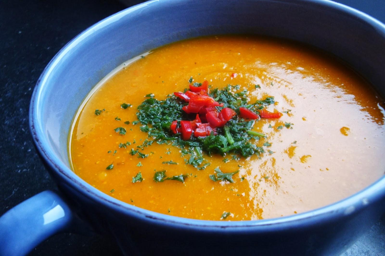 gourmandises v g tariennes k rbis s kartoffel suppe mit roten linsen und tahini. Black Bedroom Furniture Sets. Home Design Ideas