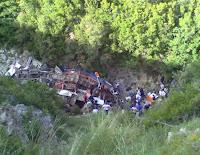 Albania:bus studenti in precipizio , 13 morti , sotto accusa i soccorsi che arrivano in ritardo
