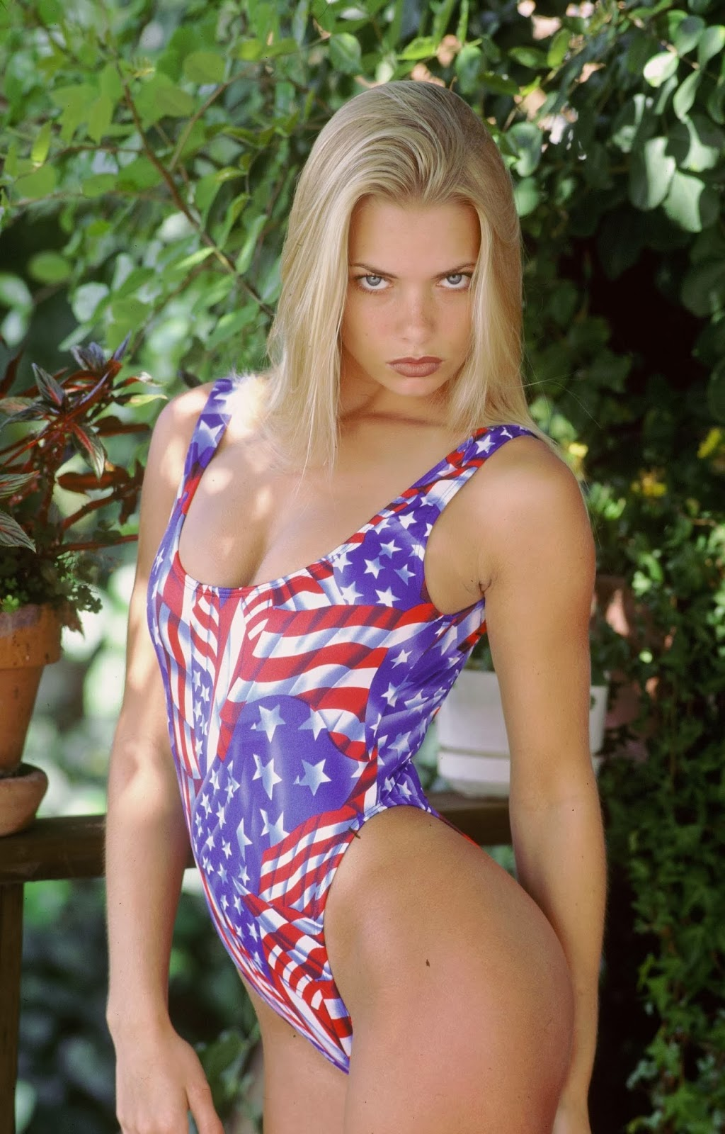 Young Jaime Pressly Looking Stunning In A Bikini (Pics)