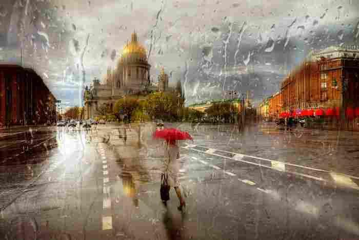 В городе дождь. Эдуард Гордеев (фотограф)