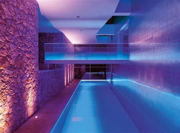 Mansiones y casas de lujo villa chameleon mallorca for Mansiones con piscina