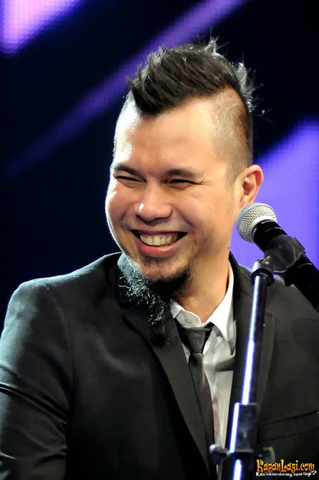 Download Lagu Ahmad Dhani - Hadapi Dengan Senyuman