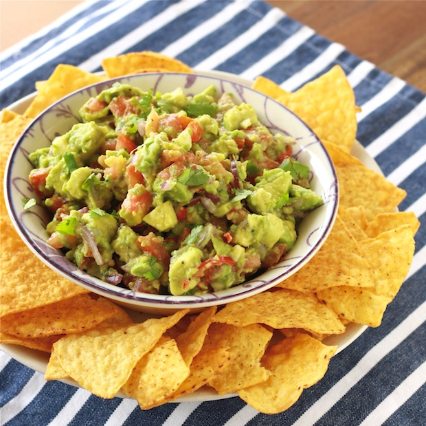 Chunky Guacamole recipe by SeasonWithSpice.com