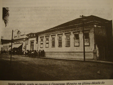 NESTE PREDIO ONDE REUNIU O CONGRESSO MINEIRO, SEDE DA ESCOLA NORMAL MUNICIPAL DE BARBACENA