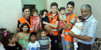 Kimse Yok Mu aiding orphans in Palestine