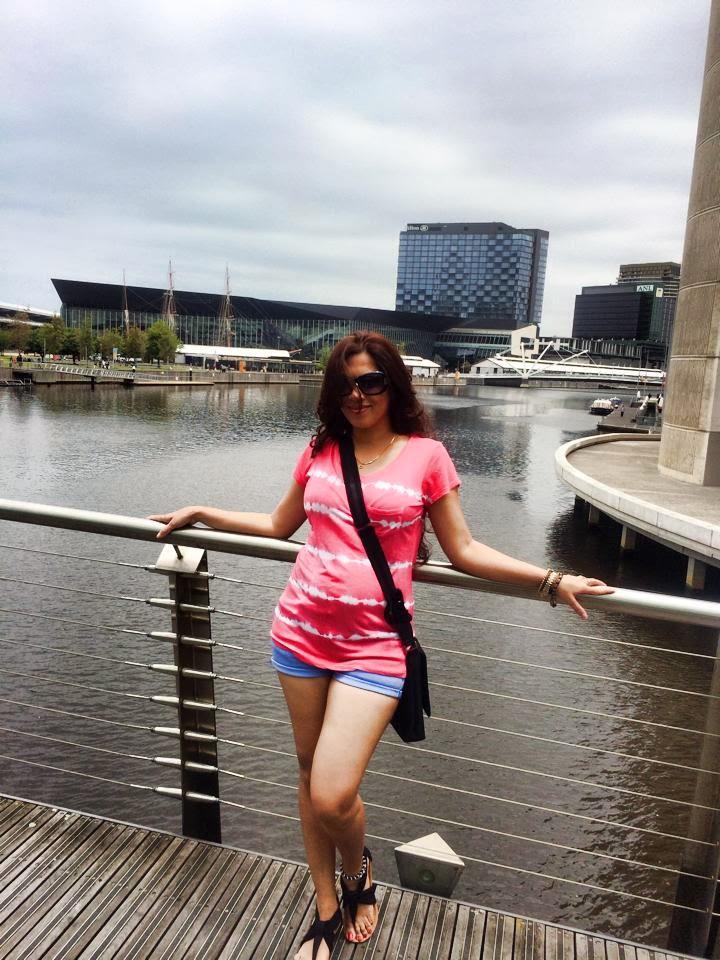 Anusha Rajapaksha pink t-shirt