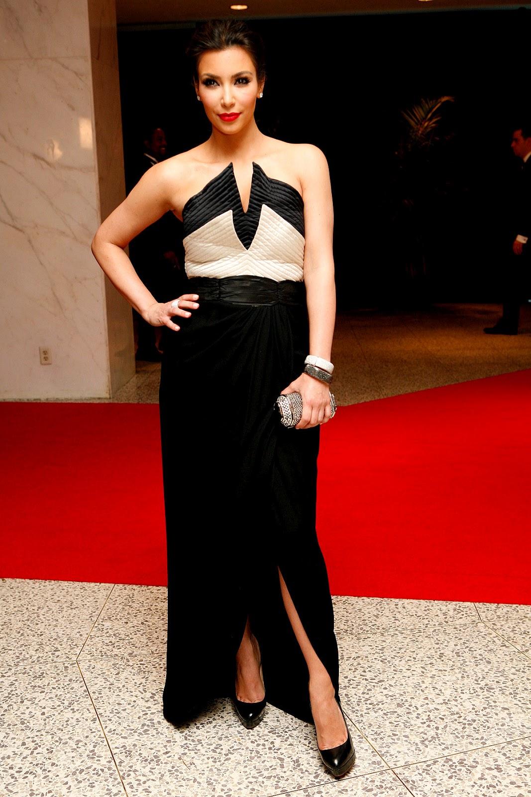 http://3.bp.blogspot.com/-5JJGQKQ8ZXc/UAqav0KodQI/AAAAAAAAB3c/9korpMpYU6w/s1600/Kim+Kardashian4.jpg
