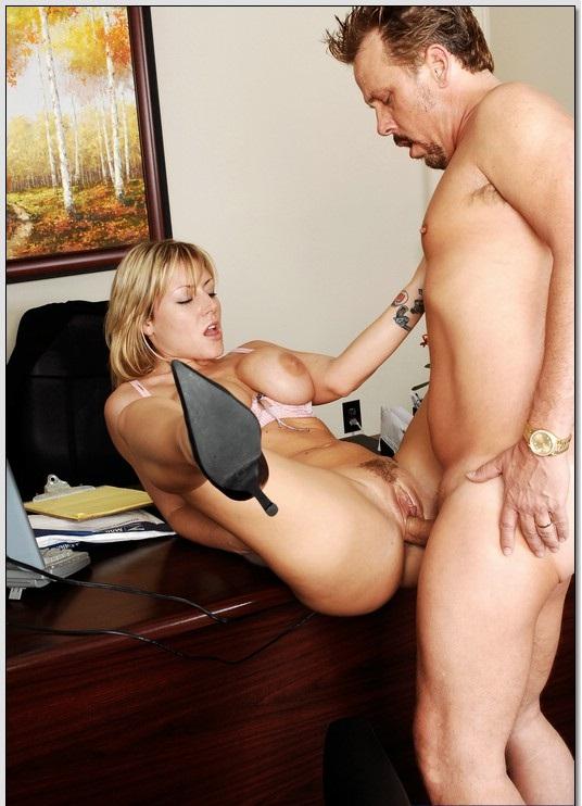 Зрелые начальницы трахаются в жопу с подчинёнными порно фото бесплатно
