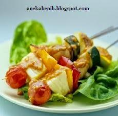 cara membuat kebab, tahu tusuk, tahu dan sayuran dengan saus kacang, sate