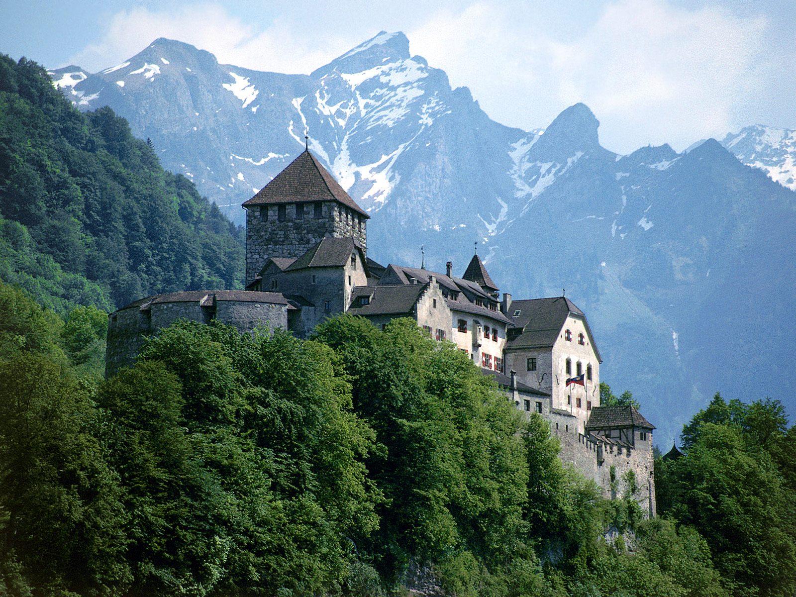 Si tuvieseis que crear una serie/película del Gothic ¿cómo lo haríais? Vaduz_Castle_Liechtenstein