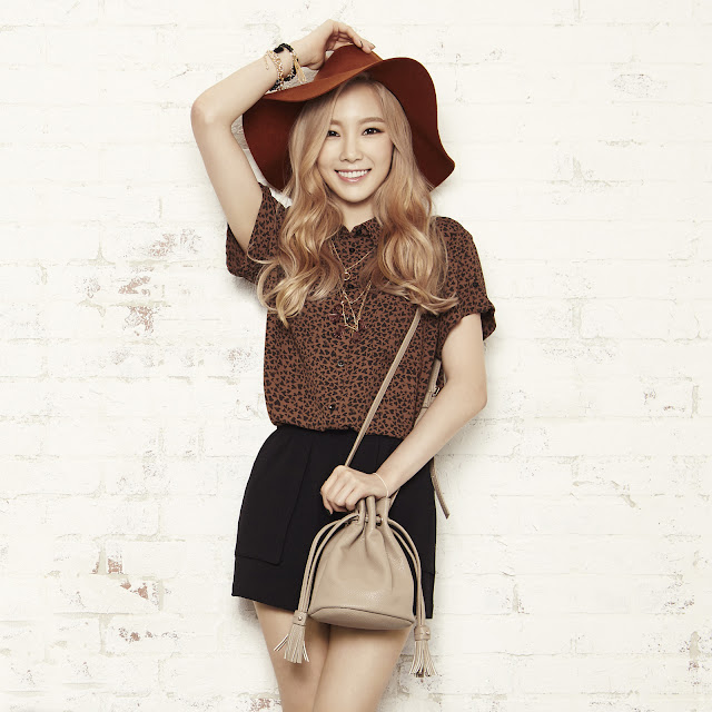 Taeyeon's Mixxo Brown Short-sleeved blouse collar roll