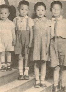"""罗克,罗锦,罗文,罗勉。摄于北京王府井东安市场内""""怡生""""照相馆。"""