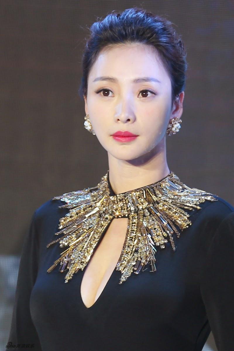 Actress and singer Liu Yan   China Entertainment News