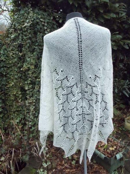 Nieuw: Bruidssjaal Merino silk. wolwit/ecru/room.