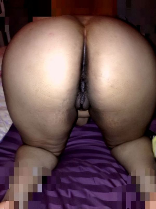 busty desi bhabhi showing big boobs clean shaven pussy and ass cheeks