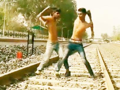Indian_Bonebreaking_Dance_|Sj_FleXz_Aj_FleXz|_On_Railway_From_D Warrior Crew