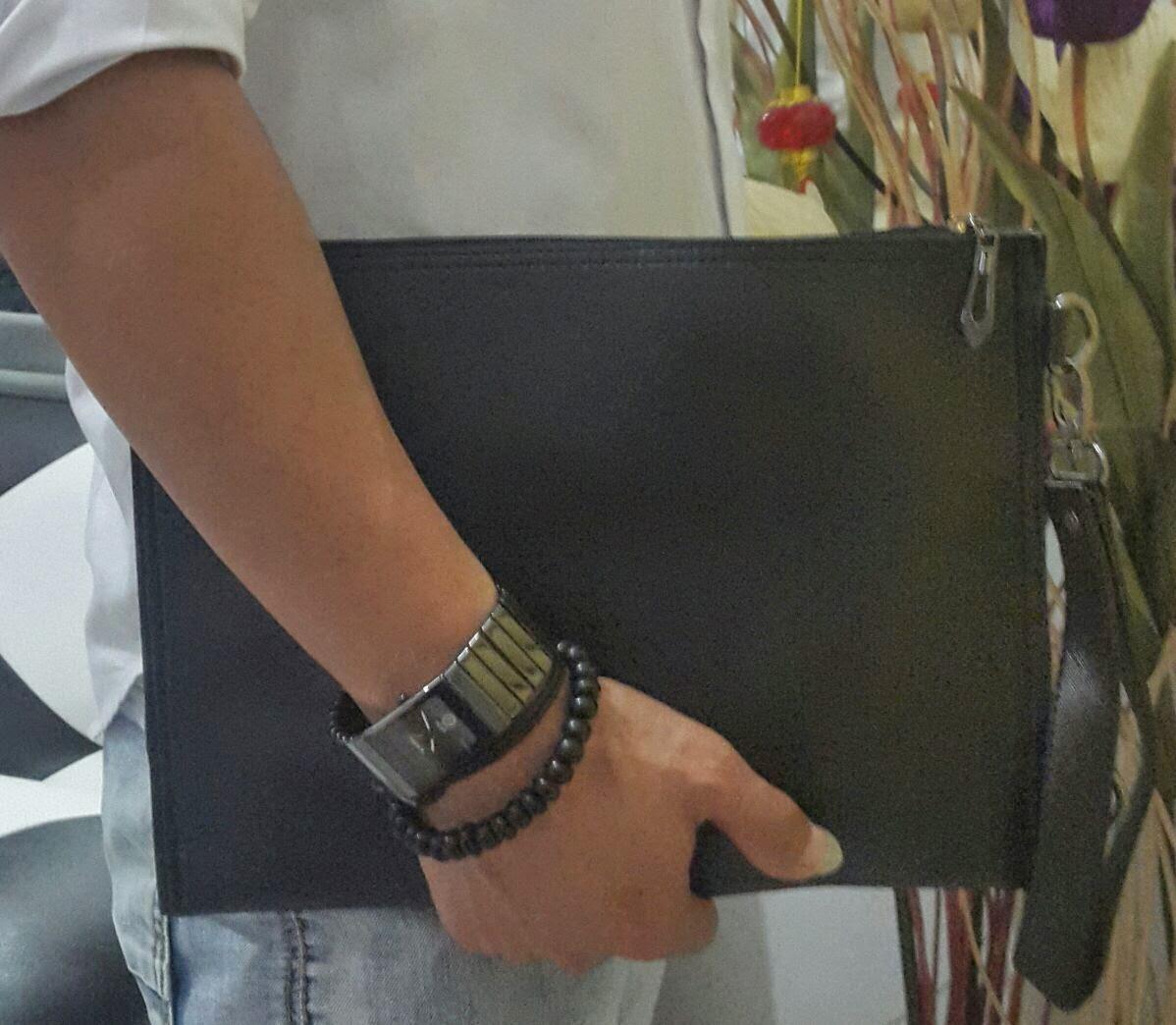 Jual clutchbag warna hitam gelap terbaru untuk cowok dan cewek